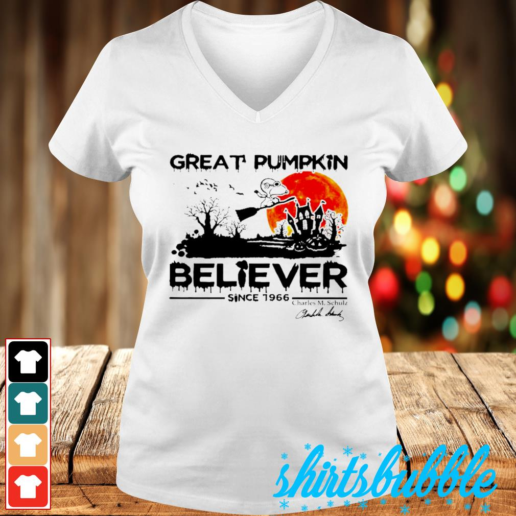 Great pumpkin believer since 1966 Charles M Chulz s V-neck t-shirt